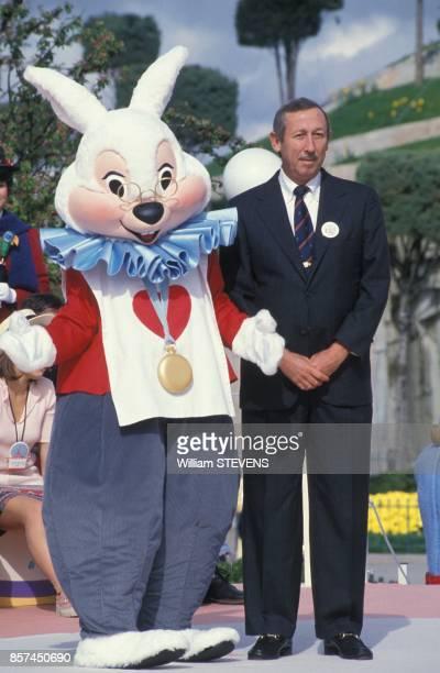 Roy Disney le neveu de Walt Disney a la celebration du premier anniversaire d'Eurodisney le 12 avril 1993 a MarneLaVallee France