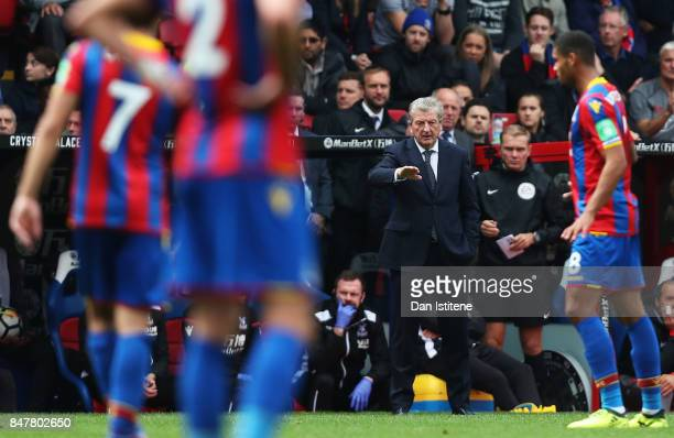 Roy Hodgson, Manager of Crystal Palace gives his team instructions during the Premier League match between Crystal Palace and Southampton at Selhurst...