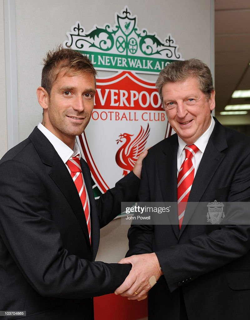 Raul Meireles Signs For Liverpool FC
