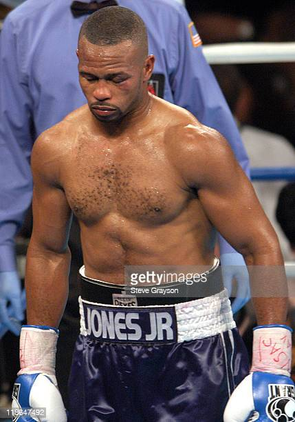 Roy Jones Jr walks back to his corner during his bout against Antonio Tarver. Jones won on a split desicison Claim The WBC Light Heavyweight Title.