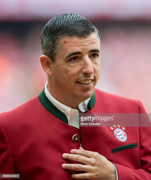 Roy Makaay, former player of Bayern Muenchen is introduced to the public prior to the Bundesliga match between FC Bayern Muenchen and Hannover 96 at...