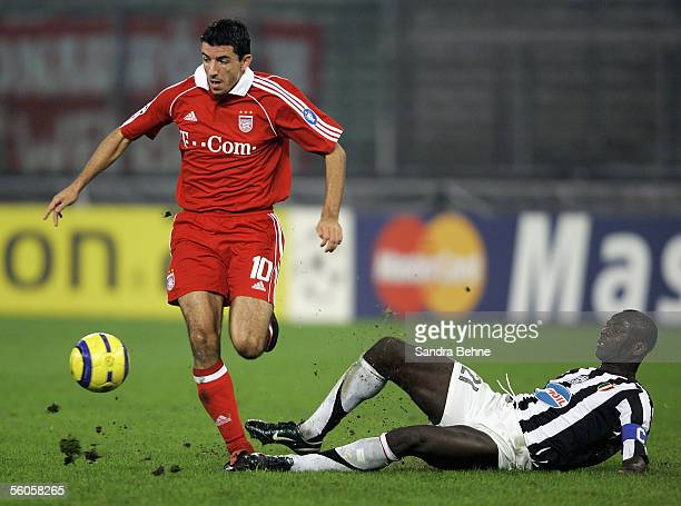 Roy Makaay of Bayern Munich and Lilian Thuram of Juventus battle for the ball during the UEFA Champions League group A match between Juventus and...