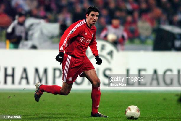 Roy Makaay of Bayern Munich in action during the UEFA Champions League Group A between Bayern Munich and Anderlecht at the Olympiastadion on December...