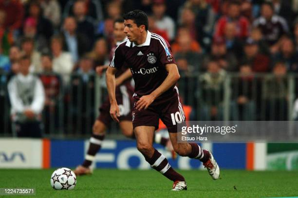 Roy Makaay of Bayern Munich in action during the UEFA Champions League Quarter Final second leg match between Bayern Munich and AC Milan at the...