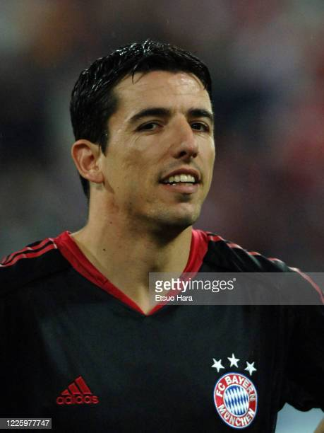 Roy Makaay of Bayern Munich is seen prior to the UEFA Champions League quarter final 2nd leg match between Bayern Munich and Chelsea at the...