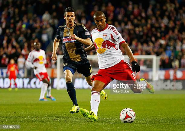 Roy Miller of New York Red Bulls carries the ball in front of Sebastien Le Toux of Philadelphia Union at Red Bull Arena on April 16 2014 in Harrison...