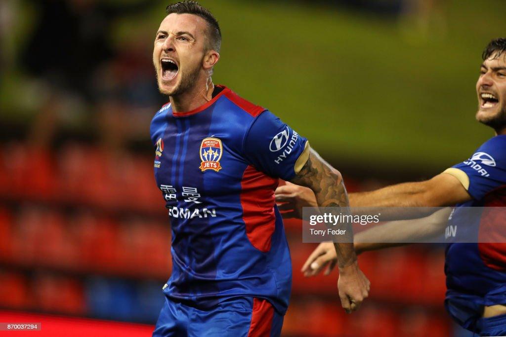 A-League Rd 5 - Newcastle v Wellington : ニュース写真