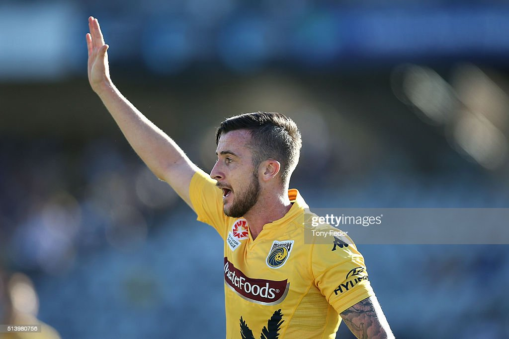 A-League Rd 22 - Central Coast v Melbourne : News Photo
