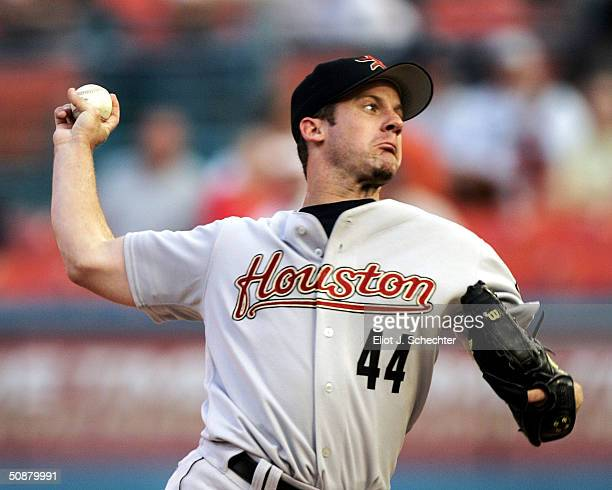 Roy Oswalt of the Houston Astros pitches on the mound against the Florida Marlins May 20, 2004 at Pro Player Stadium in Miami, Florida.