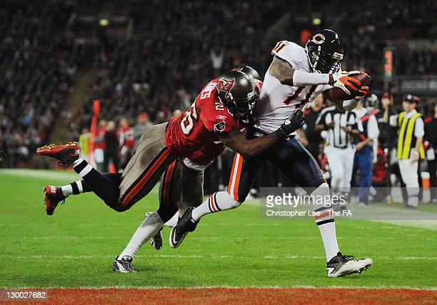 Roy Williams of the Chicago Bears evades the tackle of Sean Jones of the Tampa Bay Buccaneers to score a touchdown during the NFL International...