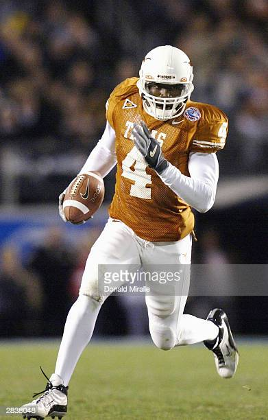 Roy Williams of the Texas Longhorns runs against the Washington State Cougars in first-half action in the Holiday Bowl December 30, 2003 at Qualcomm...
