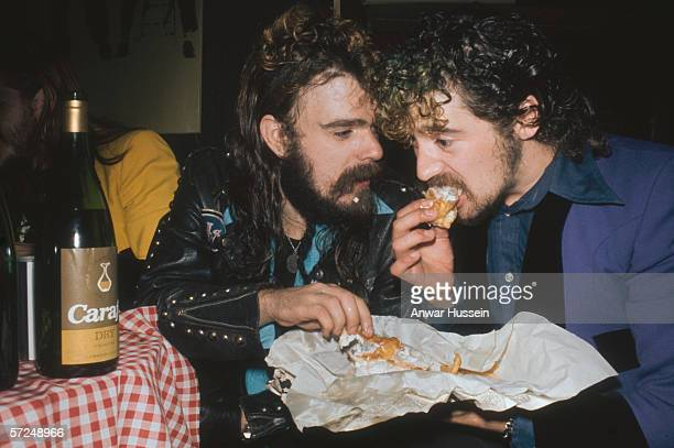 Roy Wood of Wizzard shares a fish and chips with a friend circa 1975