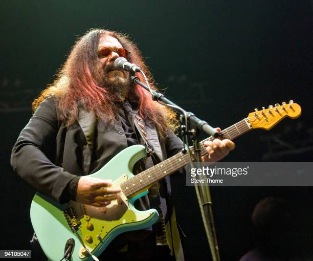 Roy Wood performs on stage at the LG Arena on December 5, 2009 in Birmingham, England.