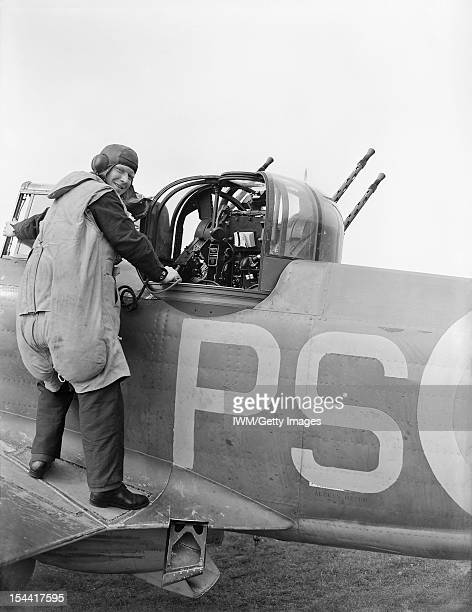 Royal Air Force Fighter Command 19391945 An airgunner of No 264 Squadron RAF about to enter the gunturret of his Boulton Paul Defiant Mark I at at...
