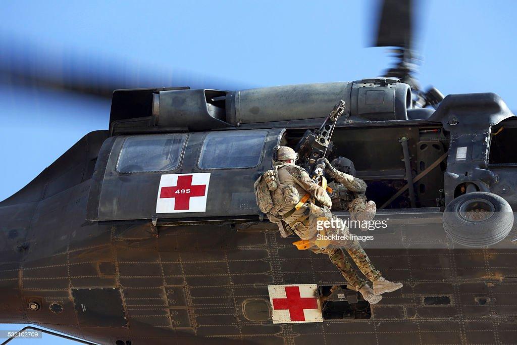Royal Australian Air Force Aircraftman is hoisted onto a UH-60 Black Hawk. : ストックフォト