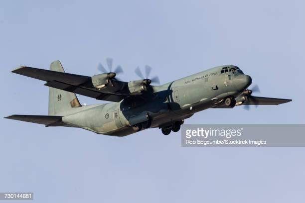 a royal australian air force c-130j hercules. - オーストラリア空軍 ストックフォトと画像
