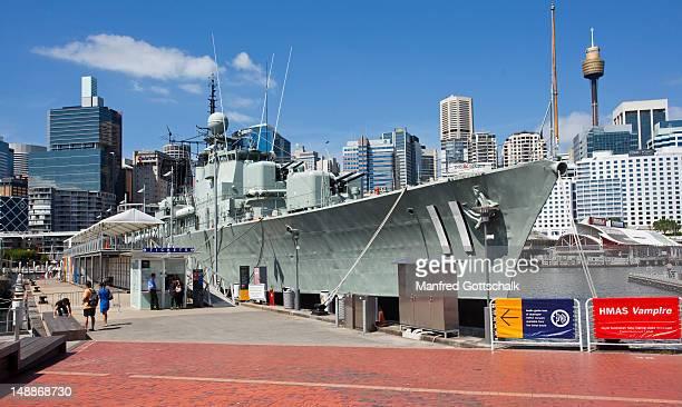 royal australian navy daring class drestroyer hmas vampire at australian national martime museum, darling harbour. - オーストラリア海軍 ストックフォトと画像