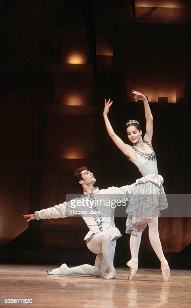 royal ballet production of the prince of the pagodas - robbie jack stock-fotos und bilder