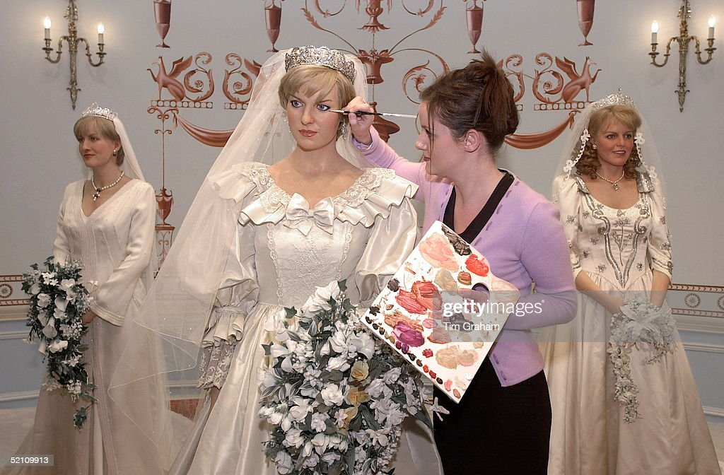 Royal Brides Waxworks At Madame Tussauds The Wax Figure Of Princess Wales Is