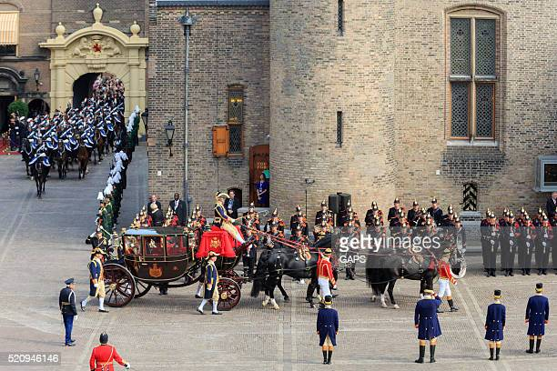 royal carriage arriving on binnenhof during prinsjesdag - prinsjesdag stock photos and pictures