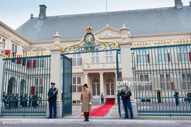 royal ceremony in front of the hague's noordeinde palace - noordeinde palace stock pictures, royalty-free photos & images