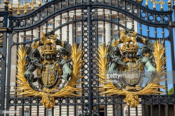 royal coat of arms on the buckingham palace gate - buckingham palace crest stock pictures, royalty-free photos & images