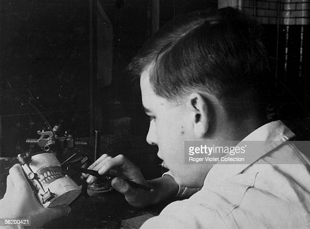 Royal Dental Hospital. Precision's checking of the movement of a denture. London, about 1930.