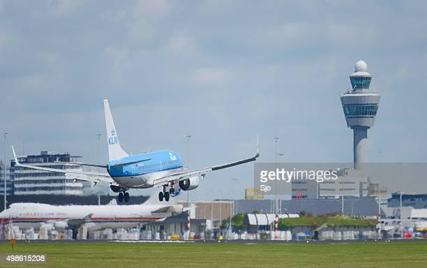 KLM オランダ航空のボーイング 737 スキポール空港に着陸する