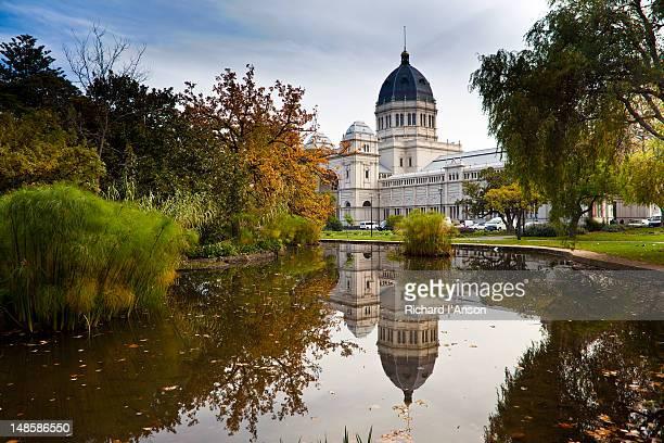 royal exhibition building and carlton gardens. - carlton gardens stock pictures, royalty-free photos & images