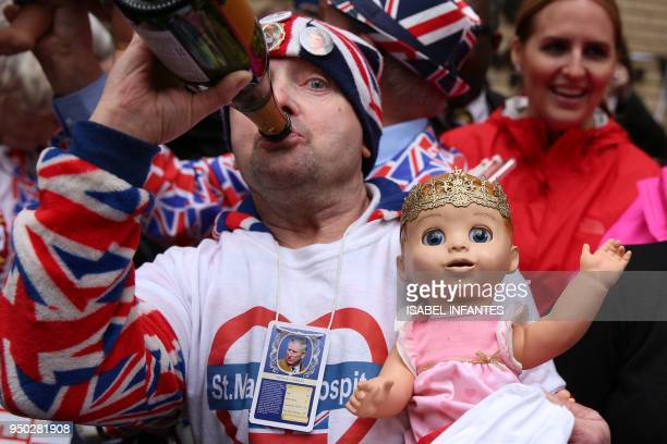Royal fans celebrate the news that Britain's Catherine Duchess of Cambridge gave birth to a baby boy outside the Lindo Wing at St Mary's Hospital in...
