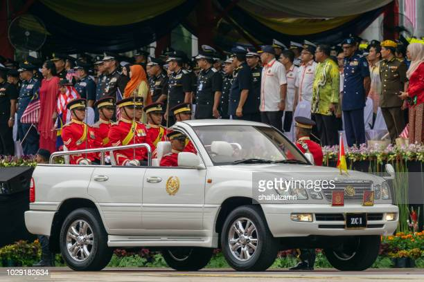 royal forces  of malaysian army takes part during the 61st independence day celebration in putrajaya. - shaifulzamri photos et images de collection