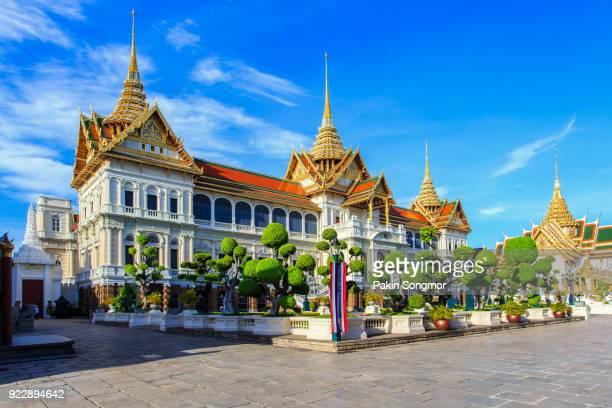 royal grand palace in bangkok - grand palace - bangkok stock pictures, royalty-free photos & images