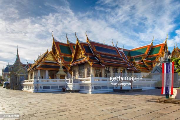 royal grand palace in bangkok - theravada stock pictures, royalty-free photos & images