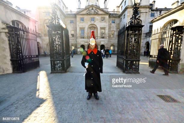 guardia real de la reina de londres - human powered vehicle fotografías e imágenes de stock