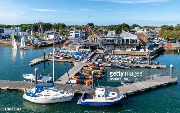 royal lymington yacht club - lymington fotografías e imágenes de stock