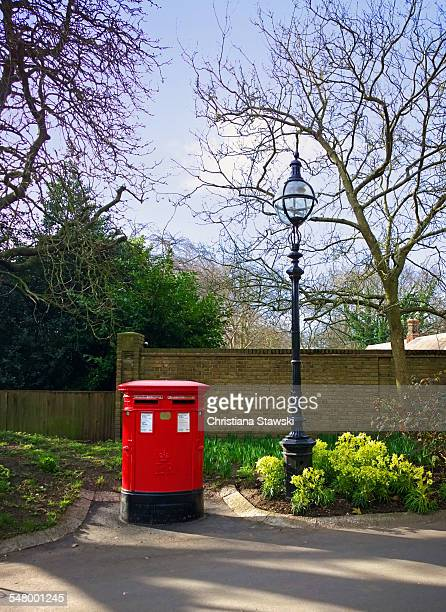 royal mail post box in hyde park - hyde park london stock pictures, royalty-free photos & images