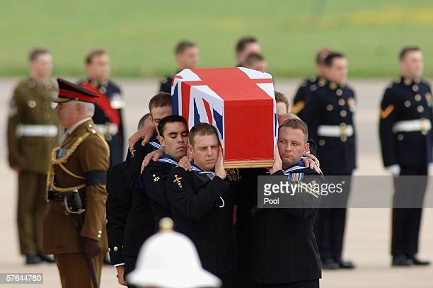 Royal Navy personnel carry the coffin of Lieutenant Commander Darren Chapman at RAF Brize Norton on May 18 2006 in Brize Norton Oxfordshire England...