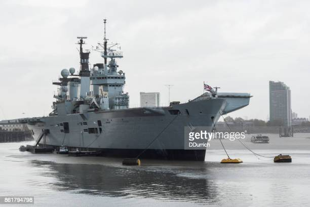 royal navy warship hms illustrious light aircraft carrier - royal navy stock pictures, royalty-free photos & images