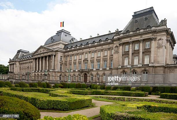 royal palace and garden in front, brussels, belgium - royal palace brussels stock pictures, royalty-free photos & images