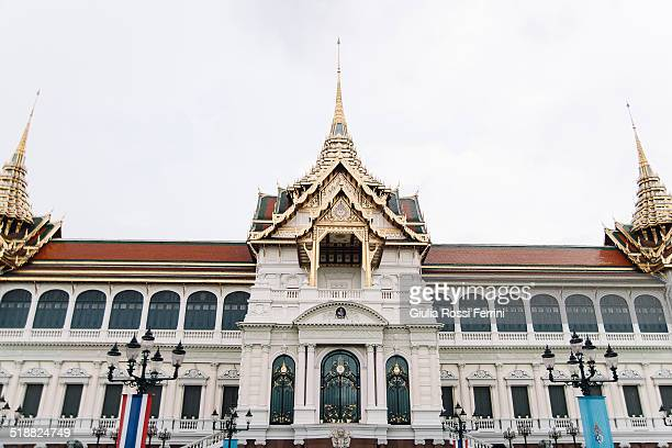 royal palace, bangkok - thailandia stock photos and pictures