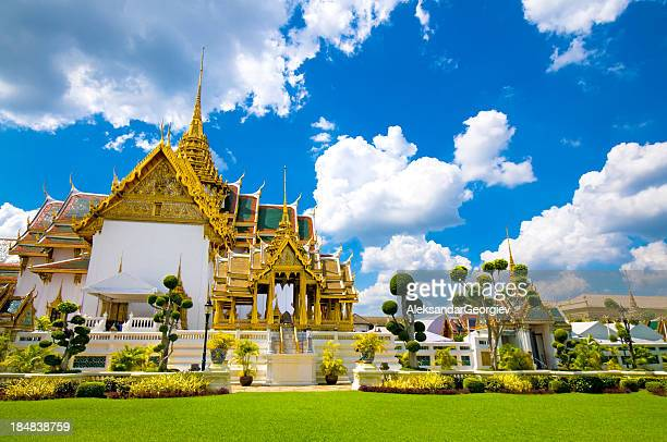 royal palace in bangkok thailand and wat phra kaew temple - buddha stock pictures, royalty-free photos & images