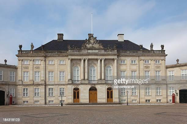royal palace in copenhagen - amalienborg palace stock pictures, royalty-free photos & images