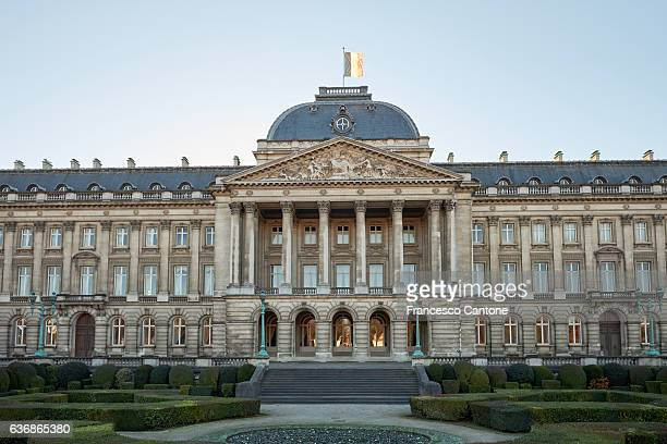 royal palace of brussels - koningschap stockfoto's en -beelden