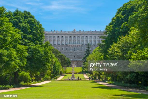 royal palace of madrid side view - madrid royal palace stock pictures, royalty-free photos & images