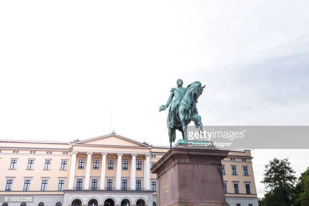 royal palace-oslo - royal palace oslo stock pictures, royalty-free photos & images