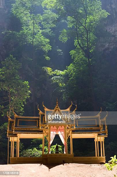 ロイヤルパビリオンのプラヤ nakhon ケイヴ、タイます。 - プラチュアップキリカン県 ストックフォトと画像