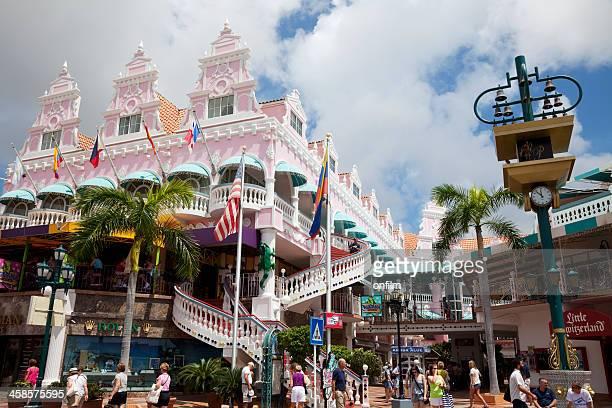 royal plaza mall, oranjestad, aruba. - aruba stockfoto's en -beelden