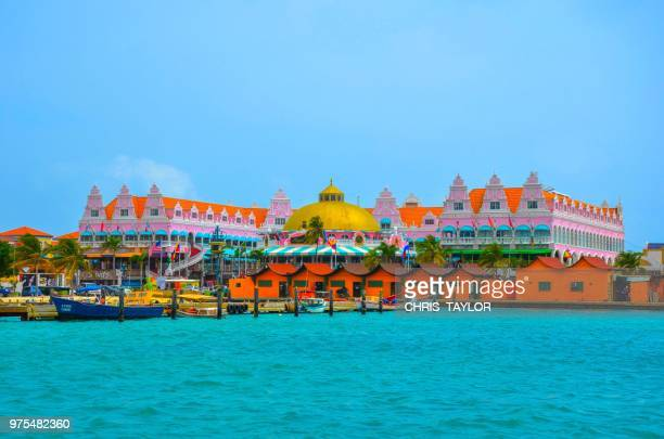 royal plaza - aruba stockfoto's en -beelden