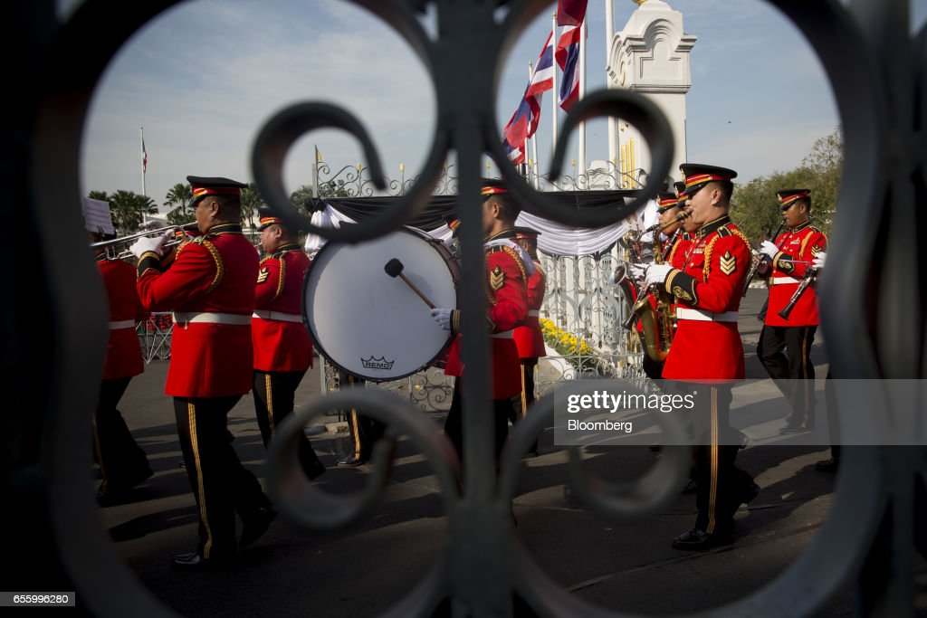 Royal Thai Army musicians march ahead of a news conference at Government House in Bangkok, Thailand, on Tuesday, March 21, 2017. Duterte returns to the Philippines on March 22. Photographer: Brent Lewin/Bloomberg via Getty Images