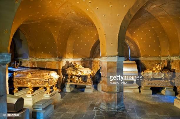 royal tombs. stockholm sweden - iglesia de riddarholmen fotografías e imágenes de stock